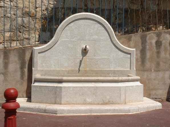 Fontaine en pierre de taille