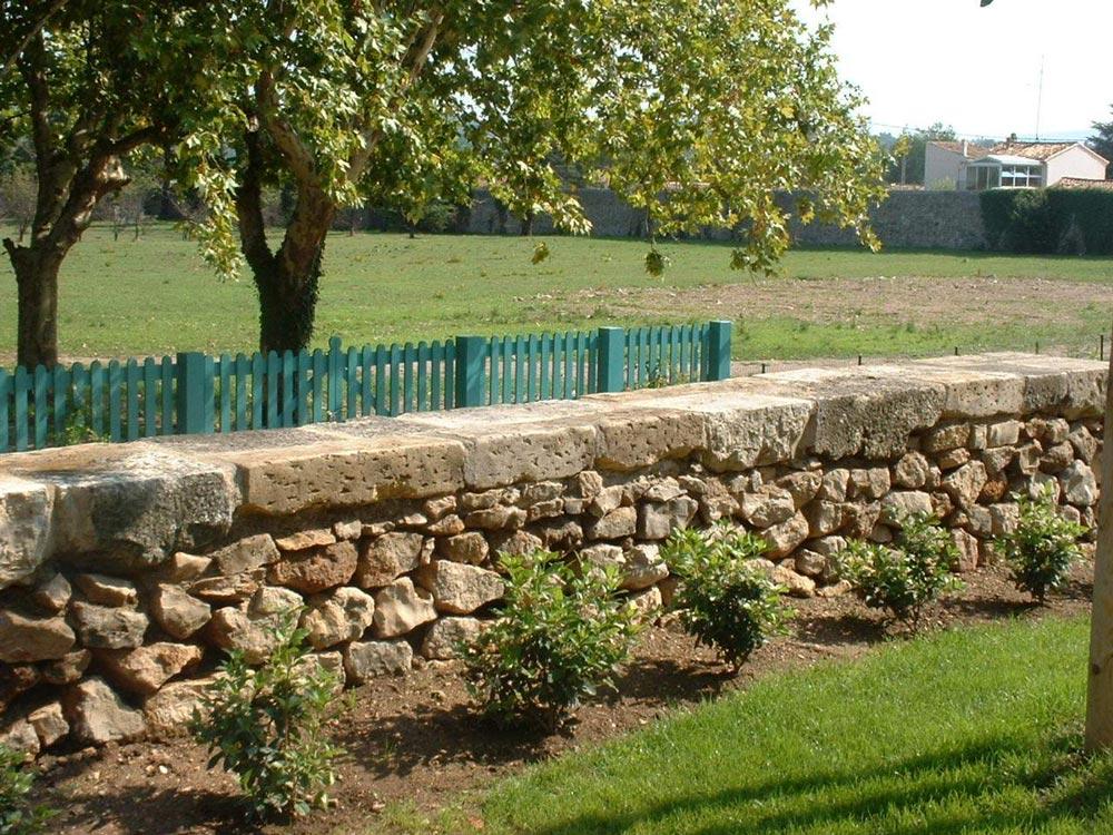 Aménagement extérieur en pierre de taille